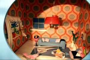 Netzwerkstatt einfallsreich: Puppenstube Wohnzimmer aus ausrangierten Materialien