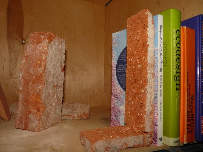 antik-stein-ziegel-zielgelstein-riemchen-buchstuetze3