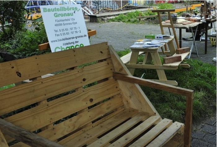 bauteilboerse-gronau-Sessel-aus-versandverpackung-paletten3