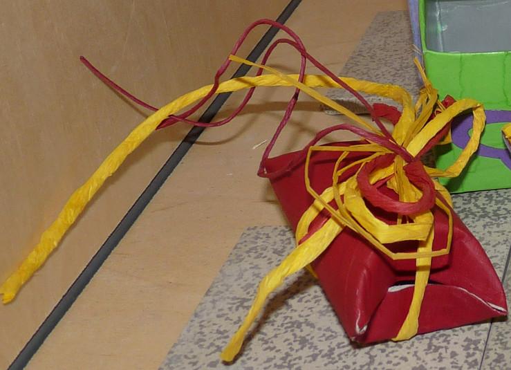 geschenkverpackung-aus-ausrangierter-verpackung