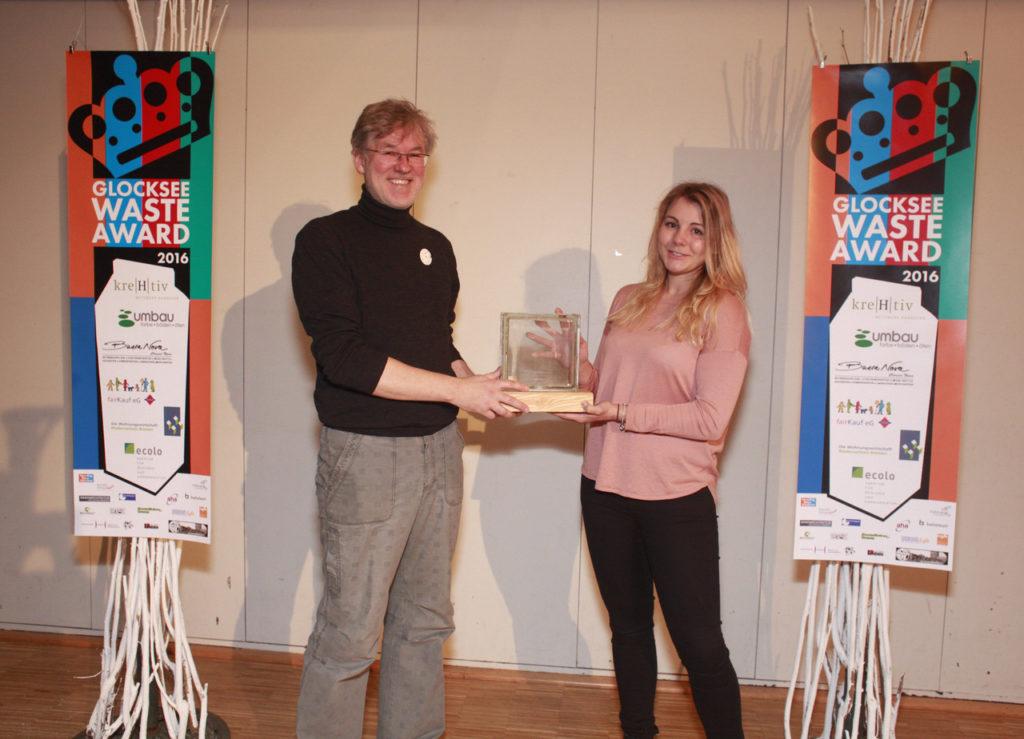 """Caroline Wulf,  Sonderpreis der Bauteilbörse Hannover für die Idee """"Light Brick"""" - Glocksee Waste Award 2016, Foto: Antonia Jacobsen"""