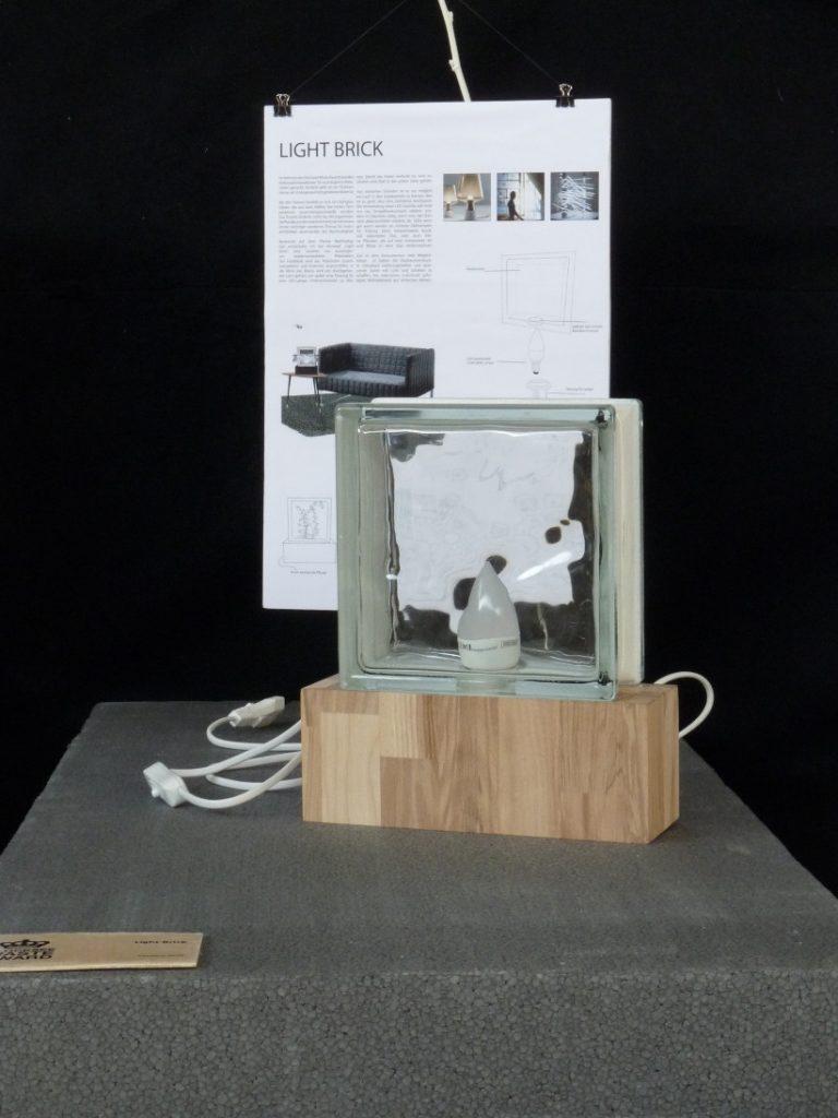 Glasbaustein auf Holzsockel - Leuchte - Upcycling -