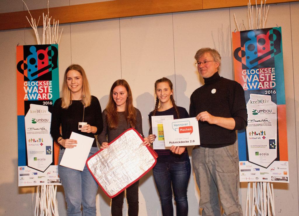 Team Picknickdecke 2.0 - GewinnerInnen Glocksee Waste Award 2016 und Zusatzpreis HannoverMachen, Foto: Antonia Jacobsen