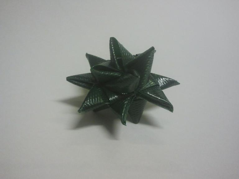Fröbelstern aus Verpackungsbändern, Idee: Glenn West, Sabine Brand,