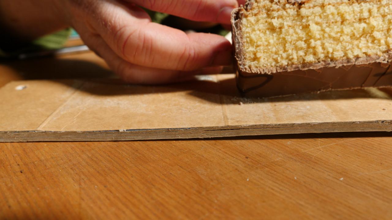 baumkuchen im vergleich mit geschichteten Getraenkekartons, haengeregal-4-getraenkekarton-upcyclingboerse-hannover-glocksee-waste-award.jpg