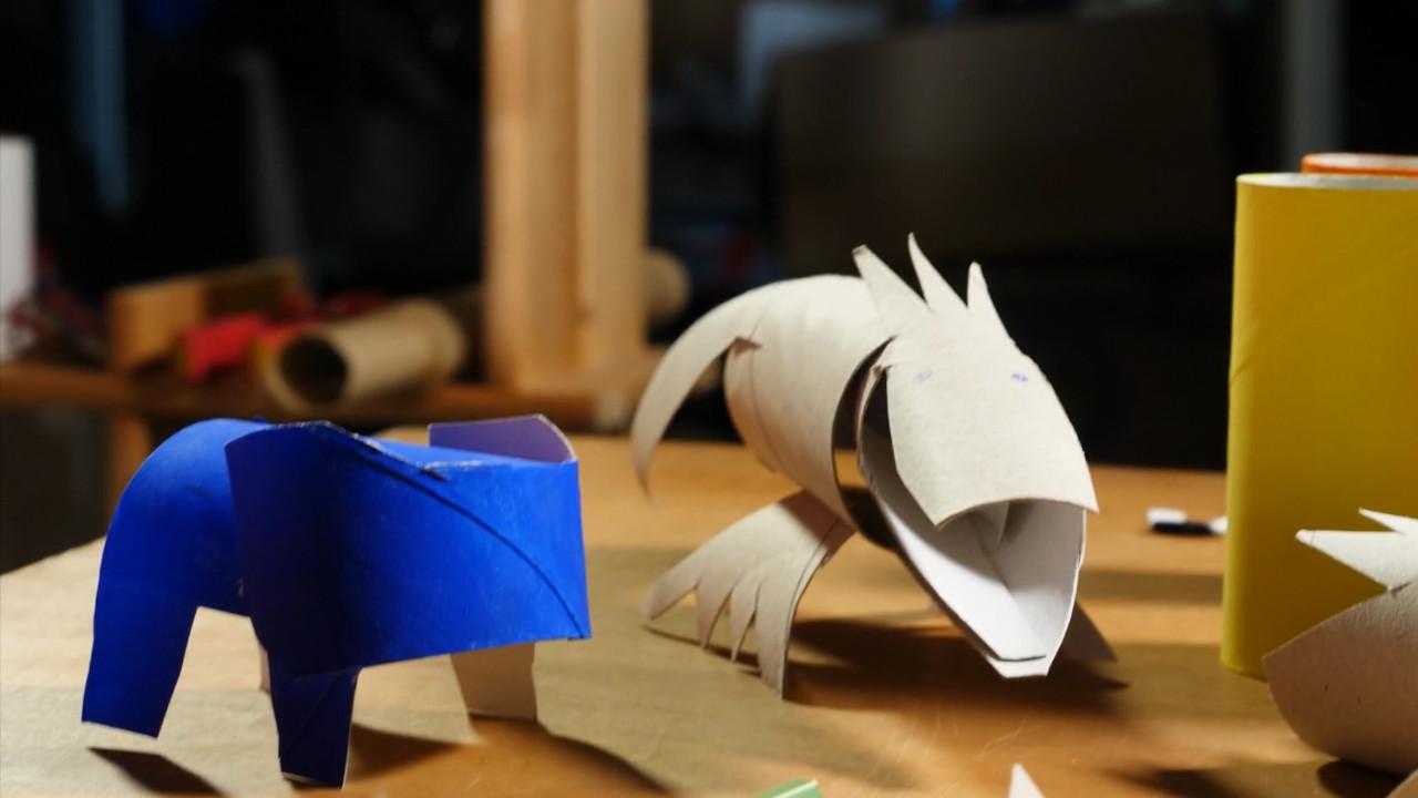 zootiere aus papprollen - blauer elefant -getraenkekarton-upcyclingboerse-hannover-glocksee-waste-award.jpg