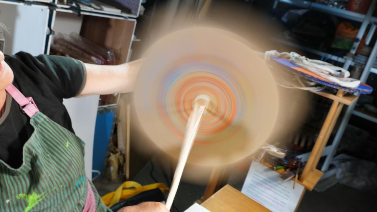 Spinner - Kreisel drehkreisel spielzeug, hausmeister-heinrich-bloch-upcyclingboerse-hannover, niedersachsen dreht auf