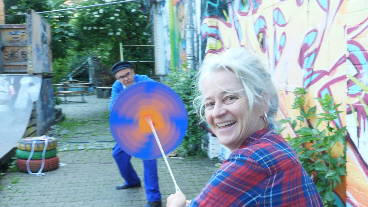 Upcyclingboerse Hannover, Werkstatt mit CD DVD, drehkreisel